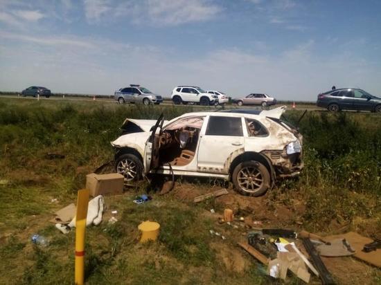 На трассе в Ростовской области в аварии погиб водитель «Порше Кайена»