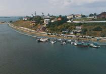 На фестивале главным событием станет парад самодельных лодок, возглавит который косный струг, построенный недавно членами ассоциации «Старая Волга»