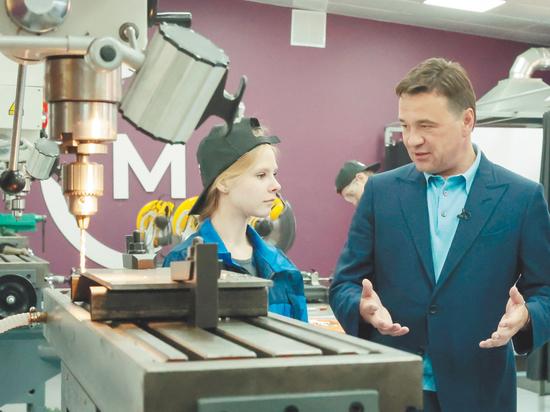 Андрей Воробьев обсудил со студентами колледжа перспективы работы, проверил ход строительства дома-интерната и дороги к месту паломничества в Сергиевом Посаде