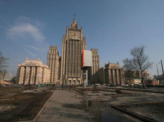 МИД предупредил россиян о риске задержания за границей