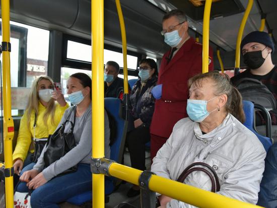 В Барнауле возобновили рейды по соблюдению масочного режима в транспорте