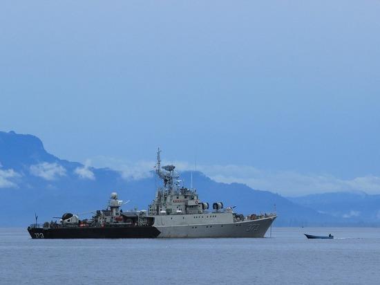 Telegraph: Решение о проходе эсминца Defender вблизи Крыма принял Джонсон
