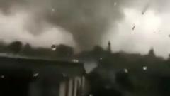 Над Чехией прошел ураган и гигантский торнадо: видео
