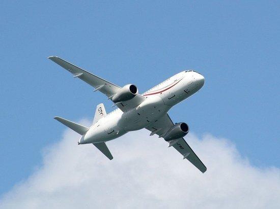 Пассажирский самолет совершил экстренную посадку в Краснодаре