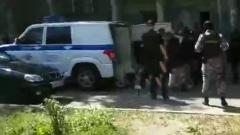 Задержание угрожавшего взорвать дом в Казани квартиросъёмщика попало на видео