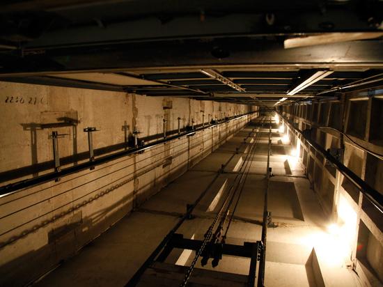 Страх лишиться сознания и умереть в закрытой кабине лифта погубил 64-летнего жителя Коломны, который попытался выбраться из западни самостоятельно