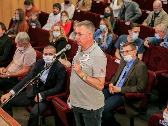 Мэр Барнаула встретился с дольщиками проблемного ЖК «Парковый»