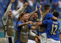 """""""МК-Спорт"""" продолжает анонсировать каждый игровой день, рассказывая о соперниках, которым предстоит выйти на поле, и интригах этих встреч. Сегодня стартует стадия плей-офф, а на поле мы увидим блиставших на групповом этапе итальянцев."""
