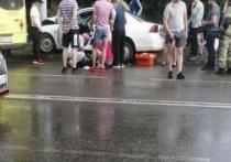 В Краснодаре 15-летний водитель врезался в электроопору, пострадали 4 подростка
