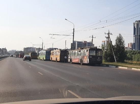 Утром 28 июня на Московском шоссе в Рязани встали троллейбусы