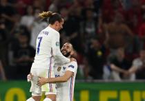 """""""МК-Спорт"""" продолжает анонсировать каждый игровой день чемпионата Европы по футболу, рассказывая о соперниках, которым предстоит выйти на поле, и интригах этих встреч. Сегодня свой первый матч на стадии плей-офф проведут действующие чемпионы мира французы."""