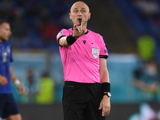 Российский арбитр показал красную карточку голландскому защитнику на матче Евро-2020