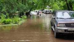 Ливень с грозой затопил московские улицы: видео