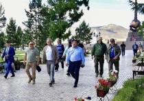 Сергей Шойгу и Шолбан Кара-оол прибыли в Туву