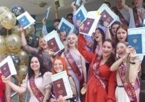 Более восьмидесяти выпускников Губернского колледжа в Серпухове получили диплом с отличием