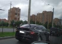 В Калуге замечен кроссовер Tesla Model X