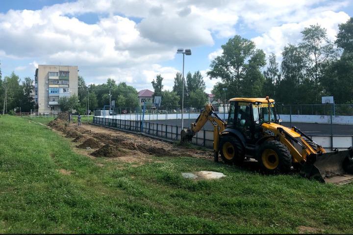 Компания «Свеза» в рамках реализации Программы социально-экономического развития реконструирует стадион в Мантурове.