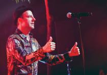 В 2011-м Александр Красовицкий — фронтмен популярной команды Animal ДжаZ, играющей эмоциональную, мощную и одновременно мелодичную альтернативу, создал с коллегой по коллективу — клавишником Александром Заранкиным — сайд-проект