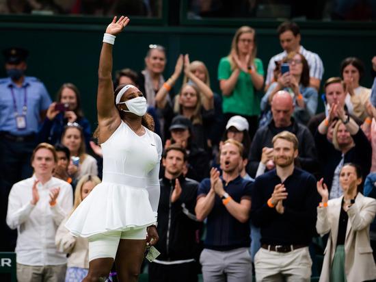 В четвертом гейме семикратная победительница лондонского турнира Большого шлема подвернула лодыжку