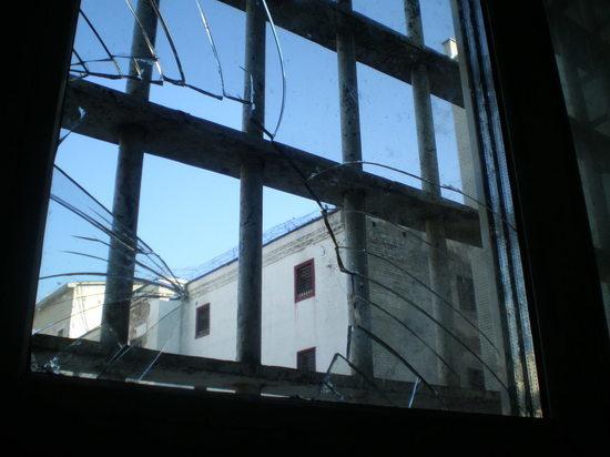 Кыргыз, изнасиловавший мальчиков в Чите, сломал окно в камере СИЗО