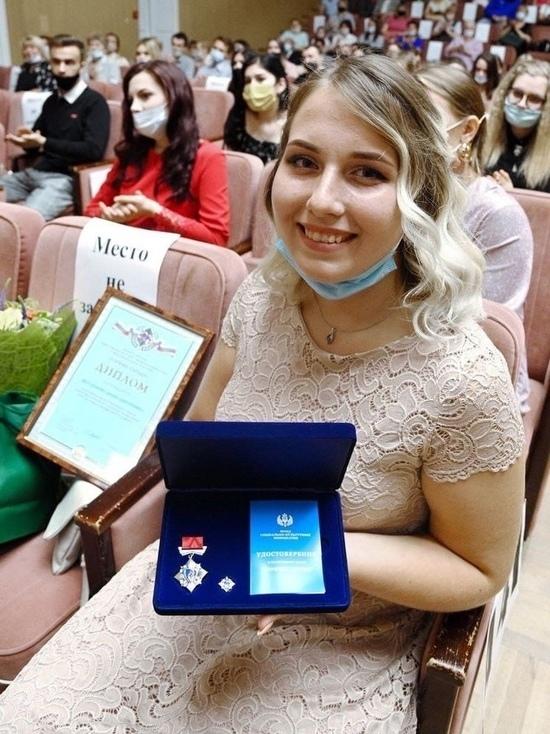 В Калуге наградили девушку, спасшую тонущего ребенка