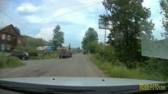 Во время движения по городу Алдан в Якутии у «КамАЗа» откинулась кабина