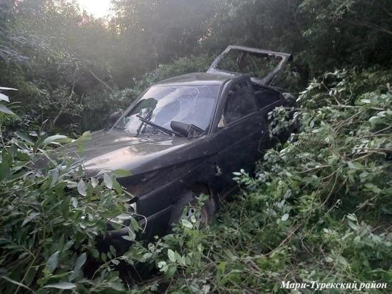 Водитель без прав перевернул автомашину в Марий Эл