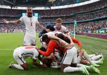 В преддверии четвертьфиналов аналитики, журналисты и болельщики дали прогнозы на вероятного победителя Евро-2020. Самые большие шансы, по их мнению, у сборной Англии. «МК-Спорт» расскажет, какой финал наиболее вероятен на этом турнире.