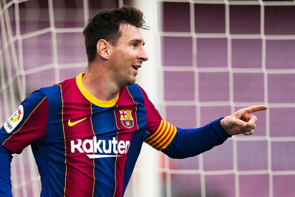 """Месси решил остаться в """"Барселоне"""" и согласился урезать зарплату вдвое"""