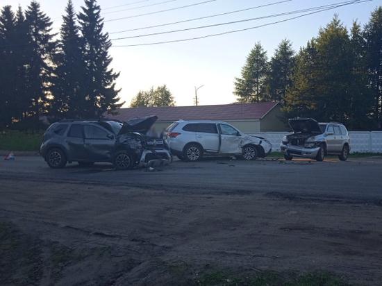На окраине Архангельска столкнулись три иномарки
