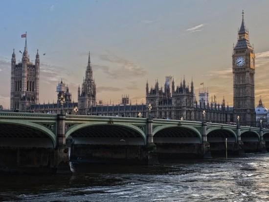 В центре Лондона мужчина с ножом напал на прохожих