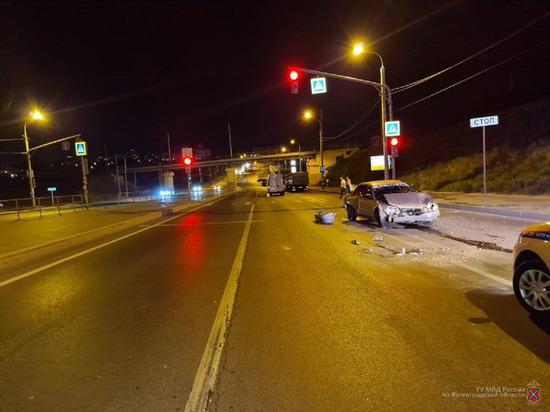 Пассажирка Mazda пострадала в тройном ДТП в Волгограде