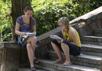 У вчерашних выпускников наступила жаркая пора — время подачи документов в высшие учебные заведения