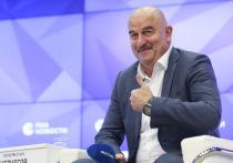 Главный тренер сборной России по футболу дал трехчасовое интервью, на котором не было ни слова об увольнении из команды
