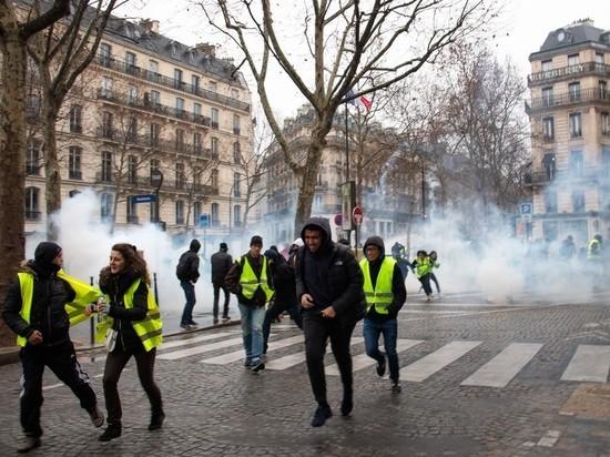 У протестующих против Макрона большие виды на пандемию