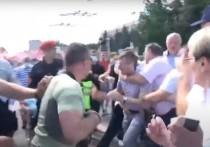 Как участники митинга в Кишиневе отнесли экс-мэра Киртоакэ на обочину