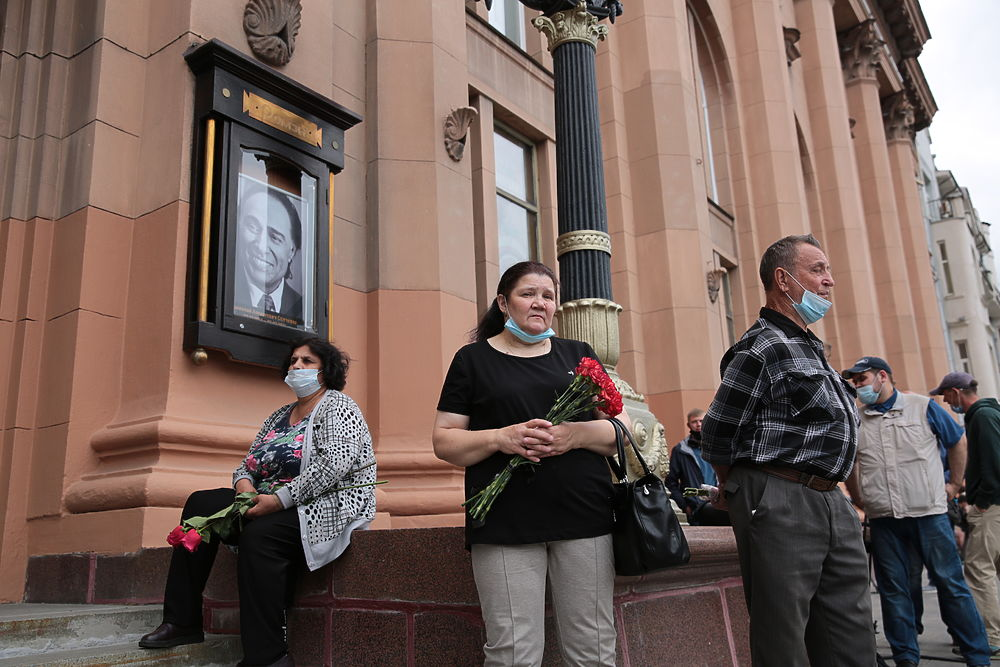 В театре «Ромэн» простились с Николаем Сличенко под цыганскую музыку