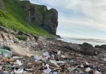 Мыс Кузнецова завалило пластиковыми и прочими отходами человеческой жизнедеятельности