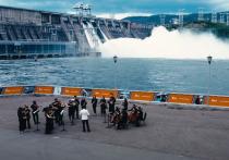 Музыка и ГЭС: Сибирский юношеский оркестр выступил прямо у гидроэлектростанции En+ Group в Красноярске