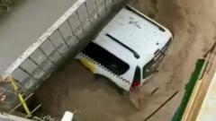После шторма вышедшие из берегов реки затопили Сочи: видео улиц