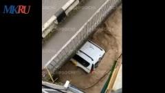 Страшный потоп в Сочи: людей и машины уносит водой, в городе включили сирены