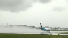 Появилось видео взлетающих в Сочи самолетов в потоках воды