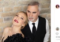Продюсер Валерий Меладзе и его супруга, певица Альбина Джанабаева, дали интервью Ксении Собчак, в ходе которого откровенно рассказали телеведущей о том, как развивался их служебный роман