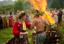Праздник Ивана Купала — один из самых известных в русской культуре: с этим днём ассоциируются народные гулянья, прыжки через костры, запуск венков по воде и другие развлечения