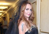 Новые подробности о состоянии 38-летней певицы Марины Максимовой, которая сейчас находится в реанимации, стали известны «МК»