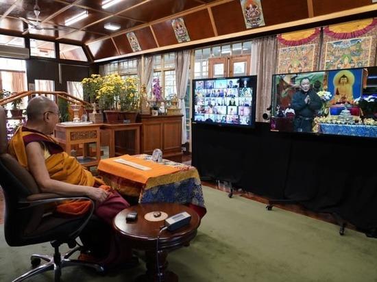 Тува: Шолбан Кара-оол поздравил Далай-Ламу с днем рождения