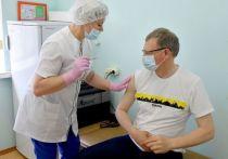 Губернатор Омской области Бурков поставил прививку от коронавируса