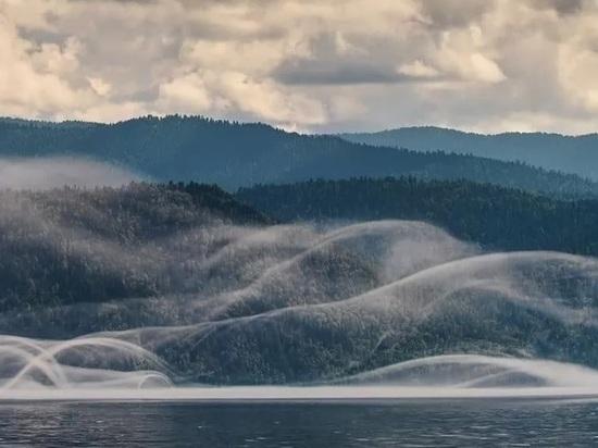 На Телецком озере засняли редкое и красивое явление