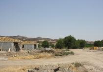 Всего каких-то полгода назад, глядя на разрушенный Нагорный Карабах и прилегающие к нему освобожденные азербайджанские районы, все разговоры о возвращении на эти земли мирной жизни казались чем-то очень далеким