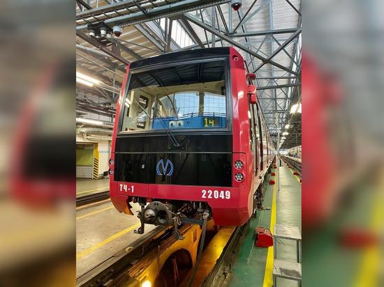 На красную линию петербургского метро вывели новый состав